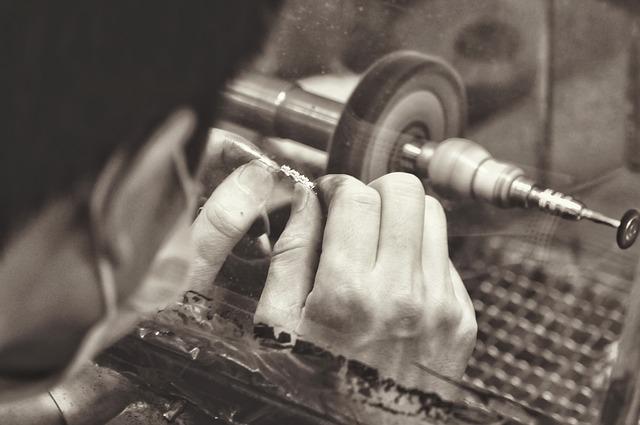jewelry-manufacturing-1381501_640